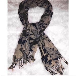 Accessories - Printed scarf / wrap